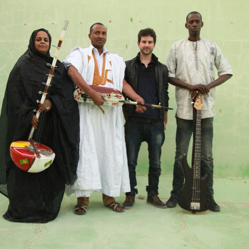 Noura Mint Seymali & band; photo: Laurent Prieur